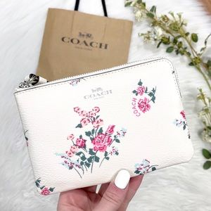 NWT! Coach Minimalist Dainty Floral Wristlet Bag